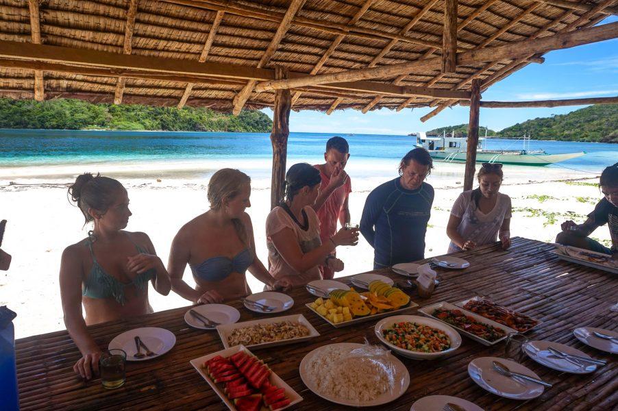 Beach Lunch Buhay Isla